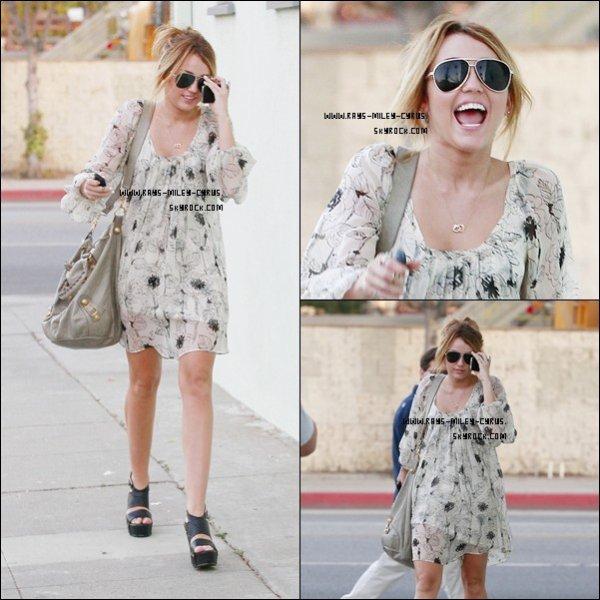 .                                                                                                                                                                                                              ◊ 22/09 :  Miley s'est rendus dans un studio a Toluca Lake ( californie ) J'adore sa tenue ! Vous ? :)                                                                         .