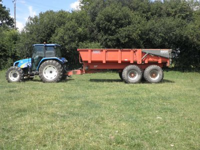 New holland tla90 et benne hardi17t