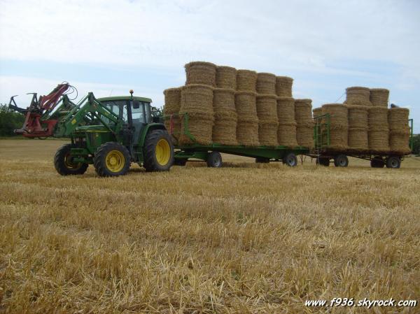 John deere 6210 avec un plateau de paille f936 l - Jeu de tracteur agricole gratuit ...