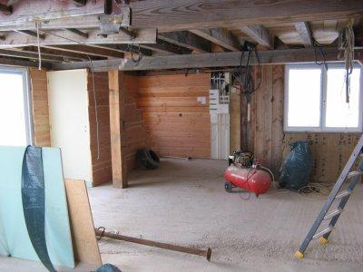 descente de sous sol et grand nettoyage avant carrelage ma maison bois. Black Bedroom Furniture Sets. Home Design Ideas