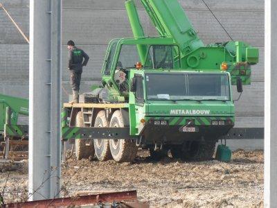 les belges montent des hangards chez nos agriculteurs français