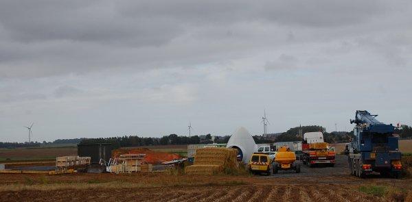 le levageur SARENS dans l'Artois pour le montage d'un parc éolien près d 'Ervillers(62)