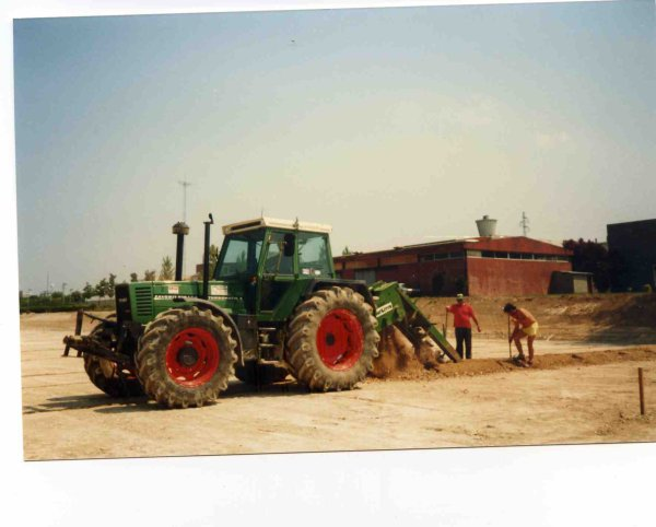 Aménagement d'un terrain de foot à Amiens avec Envirosport en juillet 1991 souvenirs souvenirs !!!