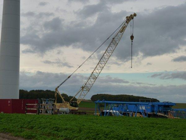 Du levage  pour le montage des éoliennes à Ste Emile