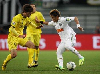 Santos s'impose 3-1 contre Kashiwa Reysol et poursuit son chemin en finale.