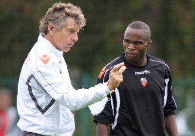 20/12/2011 Innocent Emeghara en compagnie de Christian Gourcuff lors de l'entrainement de Lorient