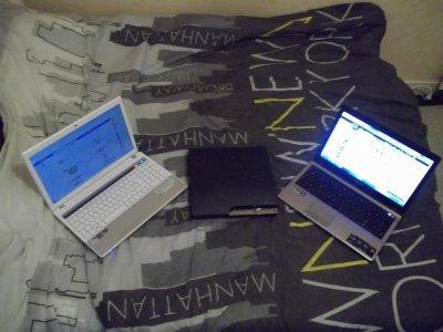 mes truc indispensable : mes deux ordinateurs et ma ps3