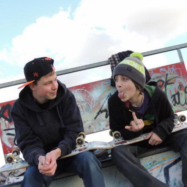 une petite session au skatepark avec comme d'hab' mon pote un peu.... Bête =p