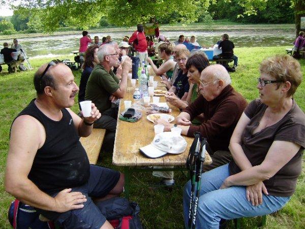 2 juin 2012, rassemblement des randonneurs du Sânon et du Lunévillois à l'étang de la vierge.