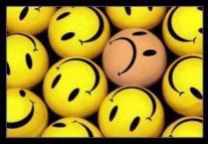 Ce sourire cache bien des choses mais pas seulement. Crois-tu réellement que je prends tout au second degré, et que l'ironie fait partie de moi? J'ai simplement trouvé un réconfort dans cette pratique. Rions de tout, et oublions la tristesse de la réalité. Moquons-nous même de choses sur lesquelles on ne devrait pas rire. Cet usage est devenu nécessaire, il fait tellement de bien. Mais la réalité nous rattrape toujours, soyez-en sur. On finit toujours pas se rendre compte que cette pratique ne vaut pas les mots, les vrais, cachés derrière toute cette ironie.