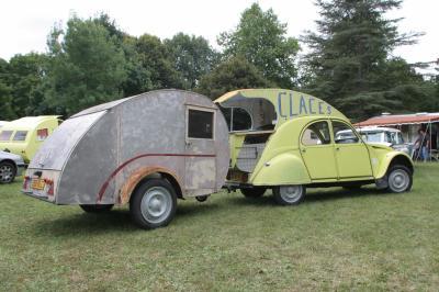 Un Visiteur Surprise Caravane Ancienne De Collection