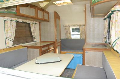 l 39 int rieur caravane ancienne de collection henon notin. Black Bedroom Furniture Sets. Home Design Ideas