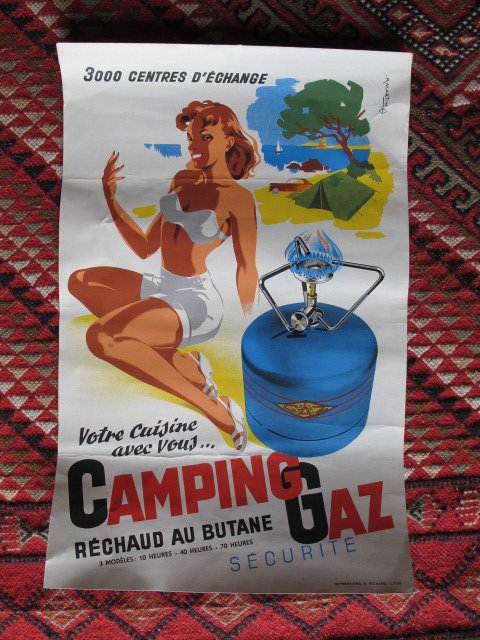 Une affiche CAMPING GAZ