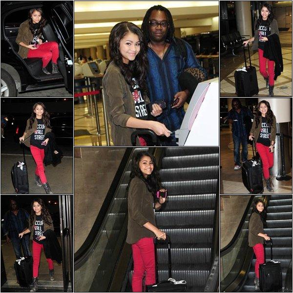 27/01/2012 : Zendaya a été vue arrivant à l'aéroport de Los Angeles (Californie) avec son papa.