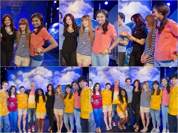 Zendaya, Bella Thorne, Debby Ryan et les acteurs de A&Ally étaient à un évènement organisé pour les DGFC.