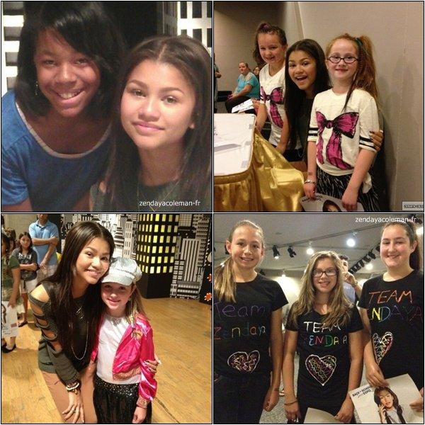 """.08-09-2012 : Zendaya était à l'exposition """"Back to School"""" à New York (je crois). Elle a rencontré des fans et signer des autographes. ."""