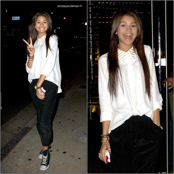 """. 12-09-2012 :Zendaya et son papa sortant du restaurant """"Boa Steakhouse"""".  Zendaya est nommé dans la catégorie """"Meilleure actrice de TV"""", et Shake It Up! dans la catégorie """"Meilleure série"""" pour les """"J-14 Teen Icon Awards"""".."""