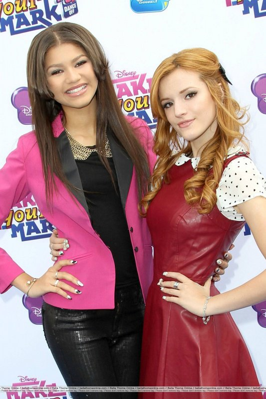 ".06-10-2012 :  Zendaya était au ""Make Your Mark : Shake It Up Dance Off"". Bella & Roshon étaient aussi présents.."