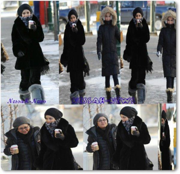 Vanessa Le 17 / octobre 2.0.1.1 : Se promenant Avec Gina ( sa mère ) & Stella.A Aonchorage (en Alaska).