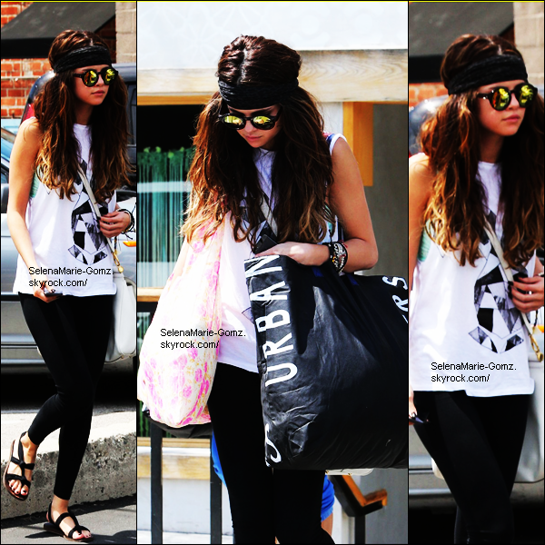 01/06/13 ~ Selena a été aperçue en train de faire du shopping à Los Angeles.