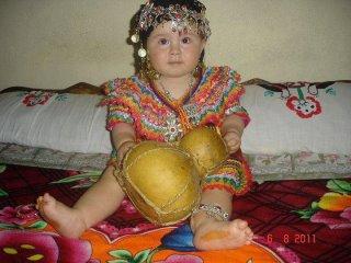 Une jolie petite Kabyle avec tous ses atours!