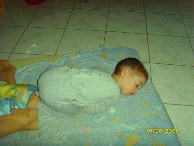 mon fils kyllian qui dort c'est trop chou