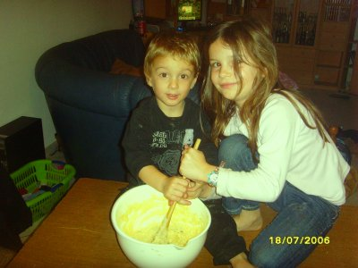 ma fille chloé  et mon fils kyllian qui fon la cuisine
