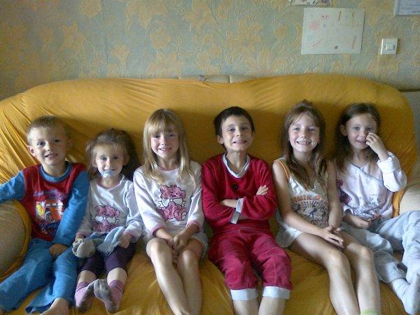 de gauche a droite mon fils johnny,ma filleuil coralie,ma fille laura,le fils a mon ami d enfance alexis,ma fille mylene,et la fille a mon ami oceane