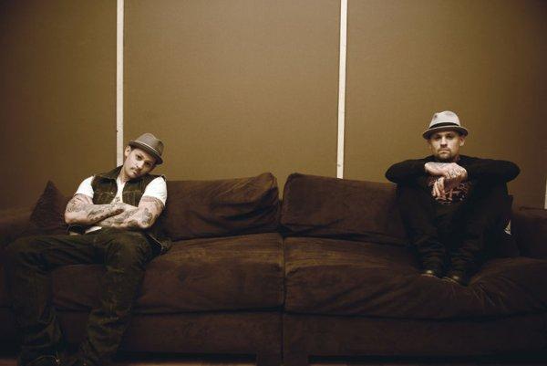 Joel et Benji Madden en concert acoustique à AT&T(2 décembre)