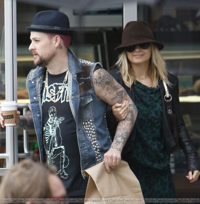 Joel Madden & Nicole Richie Outside + video