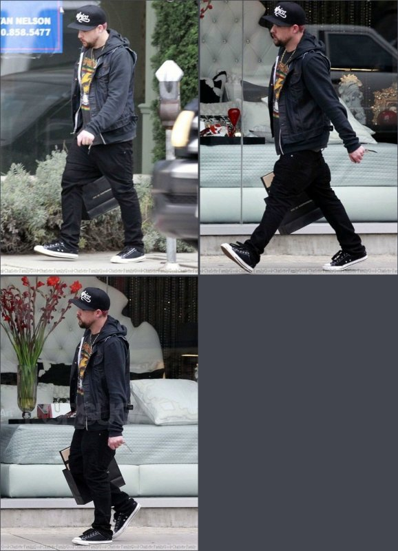 Joel madden faisant du shopping à Los Angeles