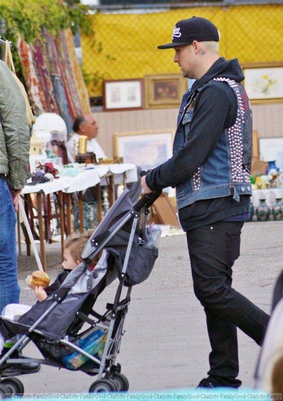 Joel Madden & baby Sparrow at farmer market