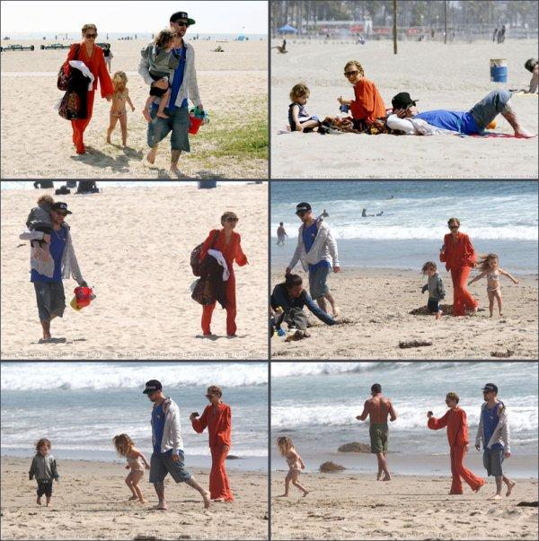 Joel Madden passe Pâques en famille sur la plage