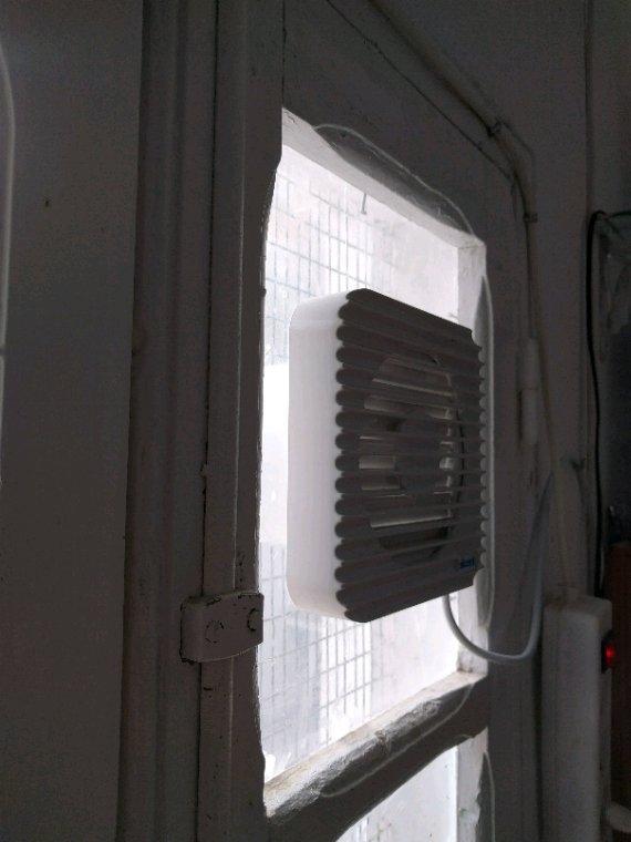 Installation de extracteur d'air sur mon intéripteur  horaire