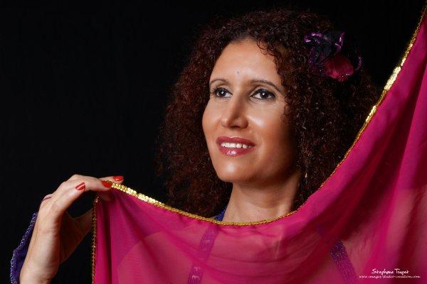 Pésidente et chorégraphe de l'association LA CHEZ MOI:association artistique de danse orientale