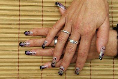 Capsules transparentes nail art noir