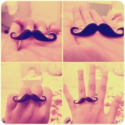 la moustache ...