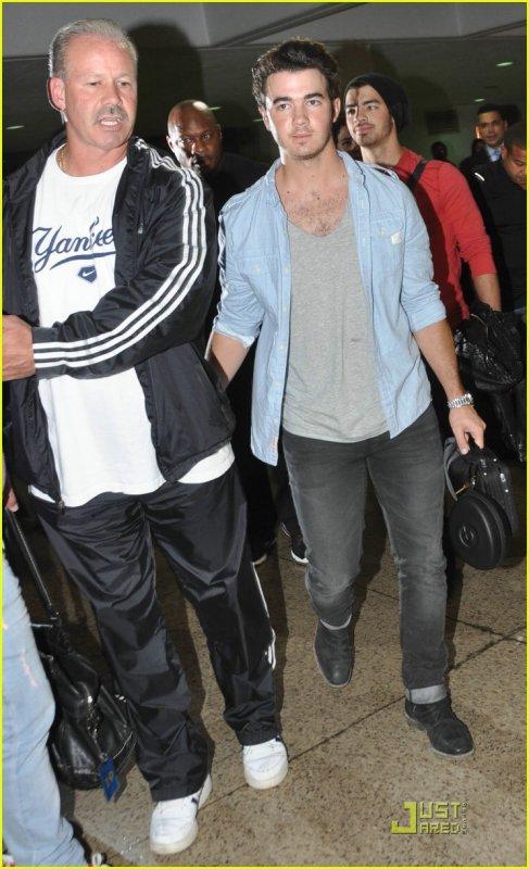 Jonas Brothers: Puerto Rico Rockers