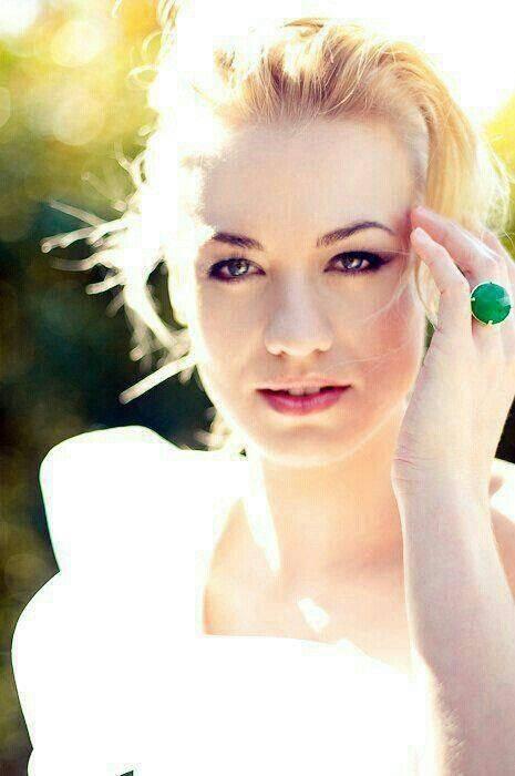 quelques photos d'yvonne strahovski mon actrice préférée