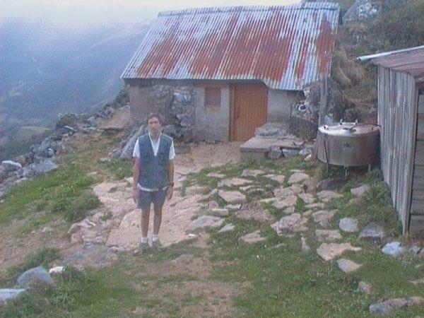moi a la montagne devant la cabane des bergers