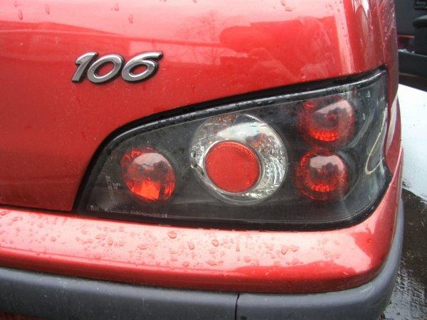 feux arriere installé sur la 106