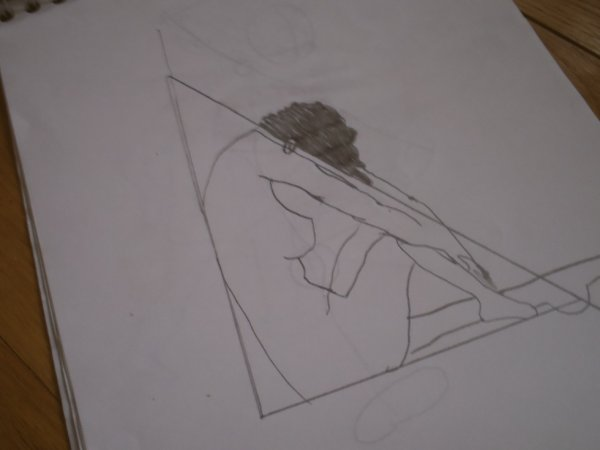 mon dessin d'une fille alongé contre un mur