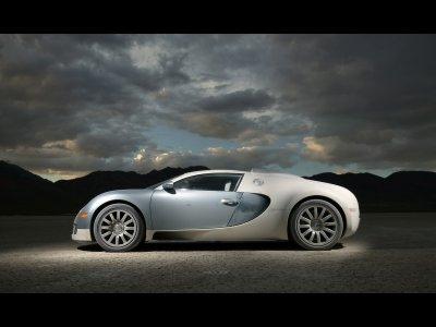 bugatti-veyron-blue-in-motion