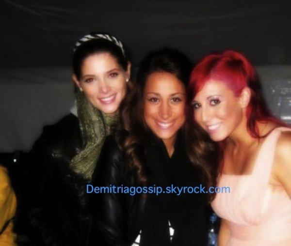 Ashley et Danielle ont posé avec Alex la pire ennemi de Demi c'est demi qui va être contente !!!!