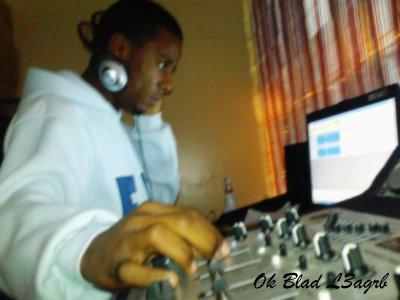 biiig singer and biiig dj