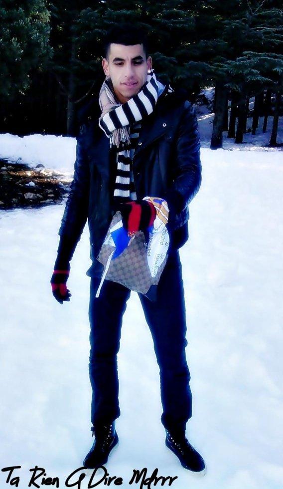 moi dans  la  neige  jaime pas la  neige de  merde