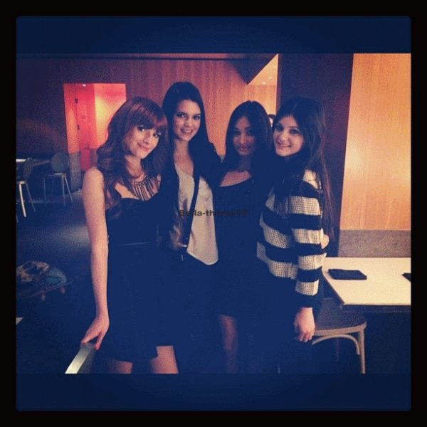 Mecredi 7  décembre                      Voici des photos  de Bella  et ses amis au NTB Radio Disney.