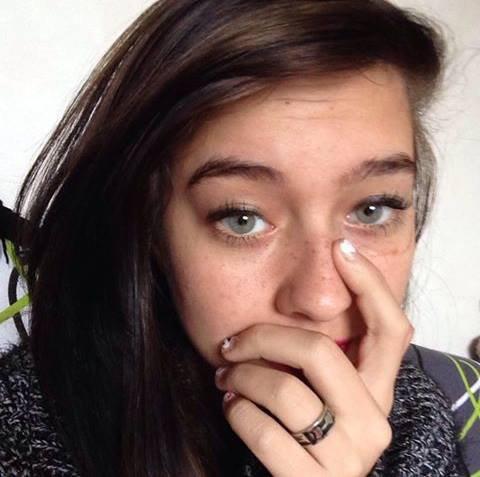cette fille a disparu depuis lundi 13 merci de minformer si quelqu'un la vu