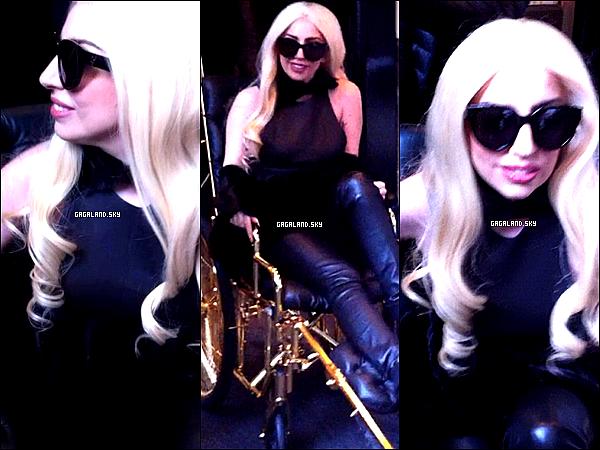 .  12/03/13 : Lady Gaga a été vu à la rencontre de ses fans à New York . .