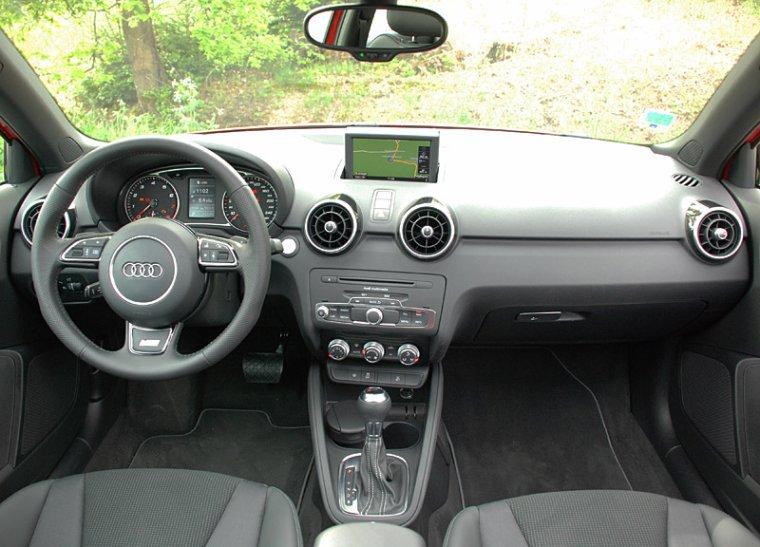 Audi a1 opel adam le duel newschool toofu vivons le for Interieur audi a1